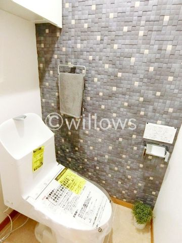 いつまでも清潔な空間であってほしい水回りは、目に留まるだけではなく、汚れをふき取り易いフロアと壁紙に。