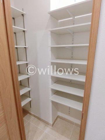 玄関には大型のシューズインクローゼットを完備。ブーツなどの大きな靴も楽々収納可能です。