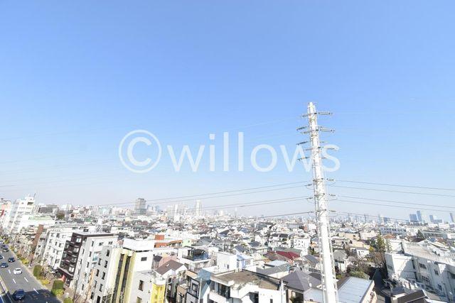 目の前に高い建物がない、非常に抜けた眺望です!世田谷の町を一望できちゃいます。