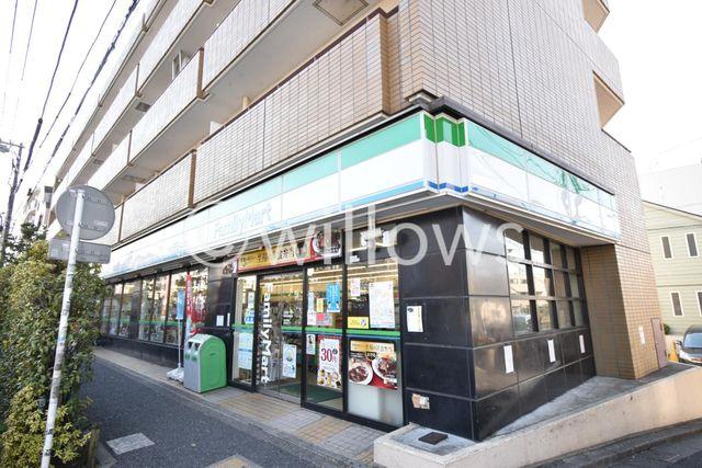 ファミリーマート新代田駅前店 徒歩6分。 460m