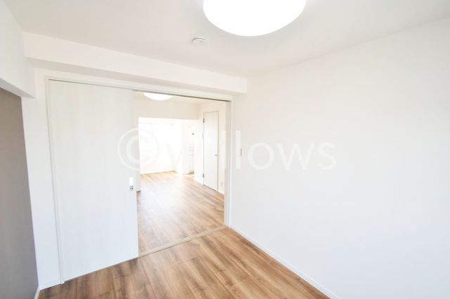 梁が薄く、少ない為お部屋を帖数以上に広く感じて頂けるかと思います。また家具のレイアウトがし易いのもポイントでございますね。