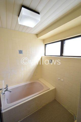 お風呂に窓があるのが嬉しいポイント。通風が良いとお掃除も楽々です。