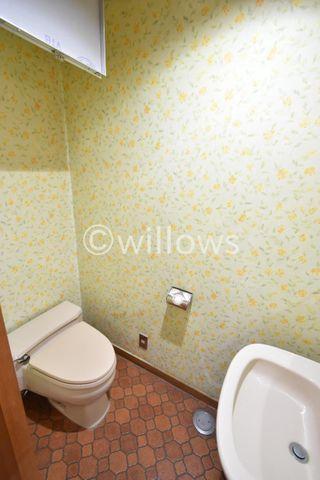 水栓付きの機能的なトイレです。もちろん新規交換予定でございます。