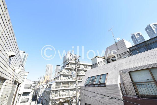 目の前に高い建物がなく非常に抜けた眺望です。テレワークの息抜きに一役買ってくれそうです。