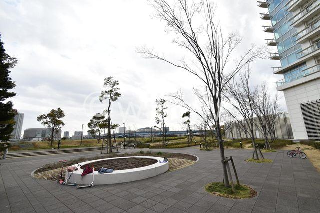 共用部分は広大な敷地となっており、お子様の遊び場やワンちゃんのお散歩コースとしてもご利用頂いている方が多く見られます。