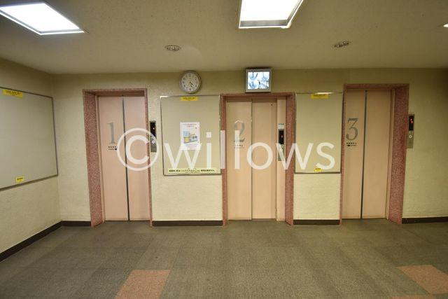 エレベーターは3基あり、朝の混雑も緩和されております。