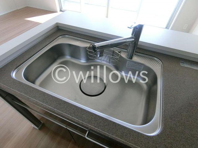浄水器付の水栓です。お掃除もしやすいシンクになっており、いつでも清潔に保つことが出来ます。