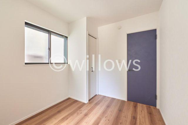 1階の4.8帖のお部屋です。窓が2面についておりますので換気もばっちりですね。