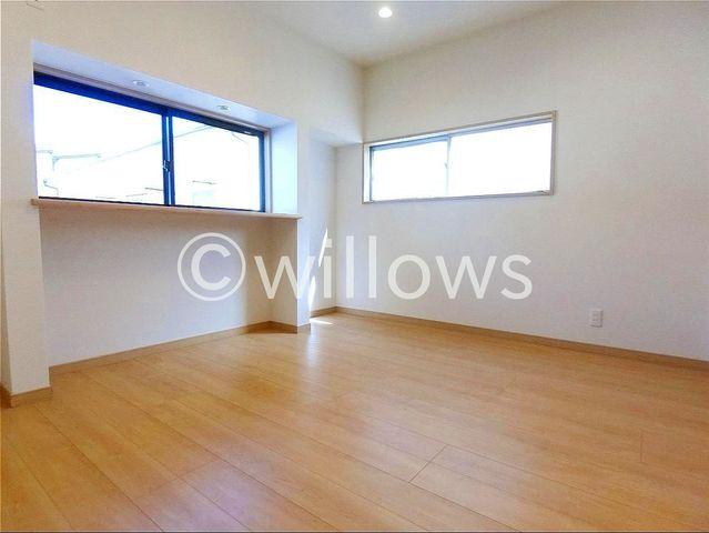 居室にはクローゼットを完備し、自由度の高い家具の配置が叶うシンプルな空間です。お子様の成長と共に必要になる子供部屋にぴったりの間取りですね。