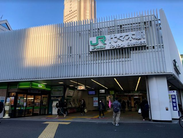 代々木駅(JR 中央本線) 徒歩10分。 730m