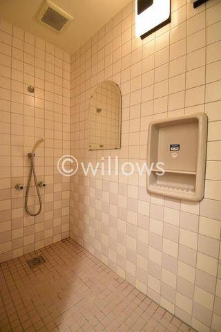 防音室にはシャワールームが付設されています。