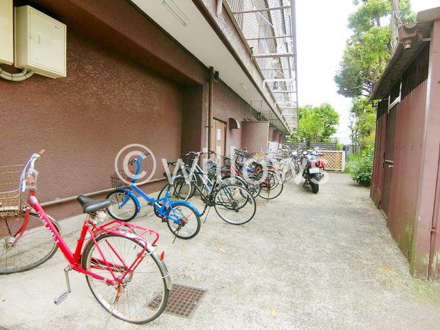 一歩踏み出すと今までとは違う、新しい生活のスタート。自転車は、そんな時に気軽に近くの街まで連れていってくれます。