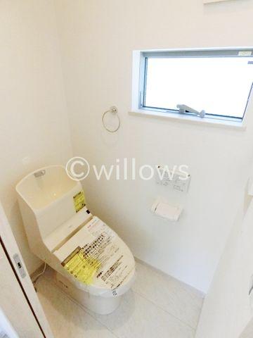 同売主施工例トイレは1階と3階の2ヶ所です。※イメージ画像につき色合い、仕様が異なる可能性がございます。