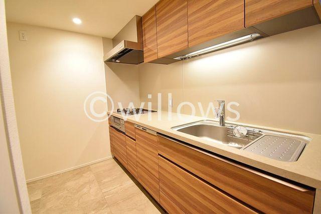 独立型のキッチンは、リビングに調理の匂いが充満しにくく、スッキリ快適にご利用いただけます。プライバシーを確保できるため人を招きやすく、ホームパーティーもより快適に。