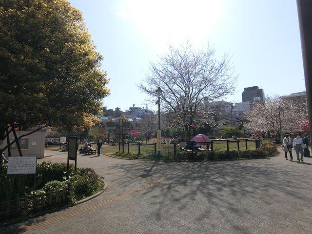 新宿区立富久さくら公園 600m