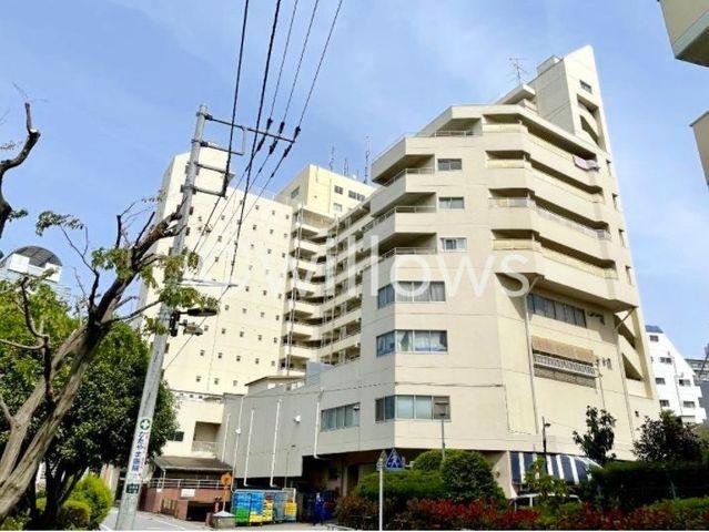 発展を続ける北新宿エリアに佇むヴィンテージマンション。彩りある暮らしが享受できる立地。歴史あるコミュニティのなかで、安心の生活を送って頂けます。