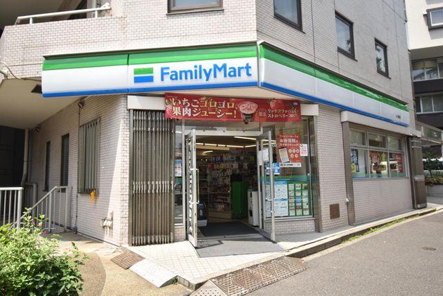 ファミリーマート上大崎店 220m