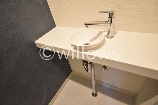 トイレには嬉しい手洗い場付きでございます。特に、手洗い推奨のコロナ時代、嬉しい仕様ですね。