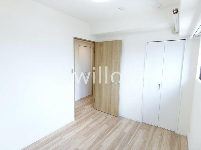 バランスよく広さの取れた3部屋。統一感のある色合いは、どんな家具にも合わせやすそうです。