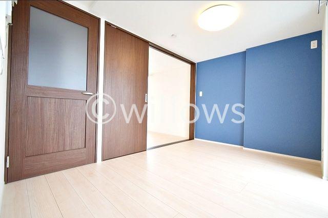 扉を閉めて1つの部屋として使うのも良し、開放して広くお使いいただくことも可能です