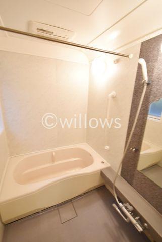 浴室換気乾燥機付きなので、中に洗濯物も干せます。そのままご利用頂けるほどきれいに保たれております。