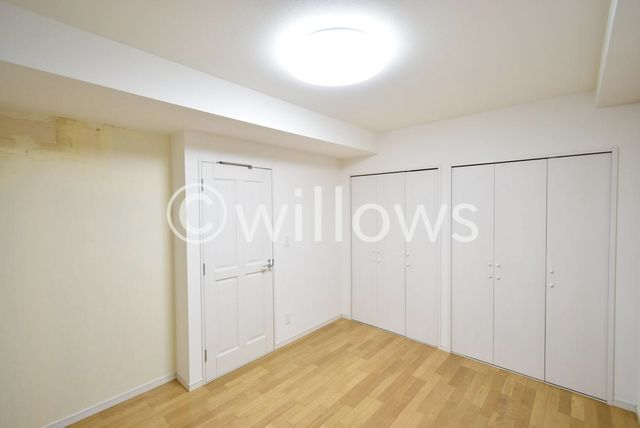 コンパクトながら採光もしっかりとれた快適なお部屋。子供部屋や、書斎として、個性的なインテリアを検討してみませんか?