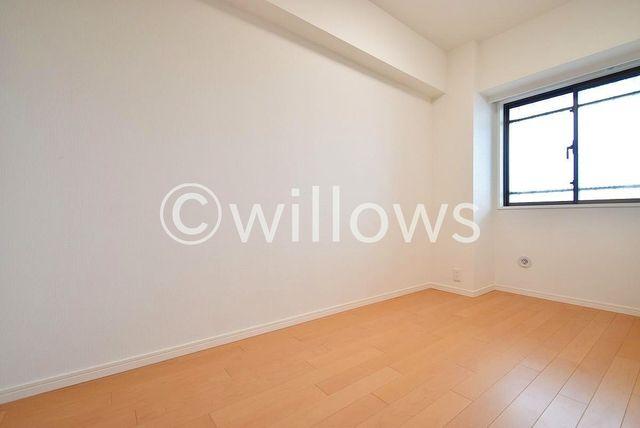 居室にはクローゼットを完備し、自由度の高い家具の配置が叶うシンプルな空間です。お子様の成長と共に必要になる子供部屋にぴったりの間取りです。