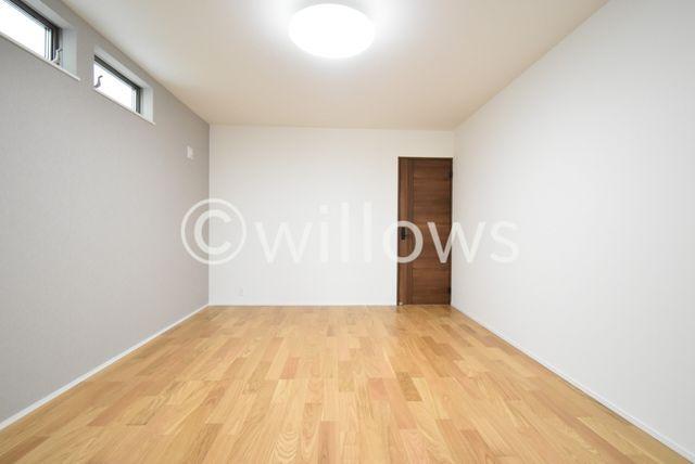 1階の10.3帖の洋室です。