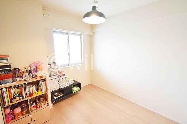 5帖のプライベートルーム。各部屋を最大限に広く使って頂ける様、全居住スペースに収納付。ゆったりと快適に、どんな用途にもお使い頂けます。