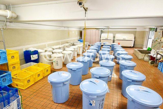 24時間ゴミ出し可能なゴミ置き場です。総戸数が多いですが、非常に管理が行き届いておりますね。