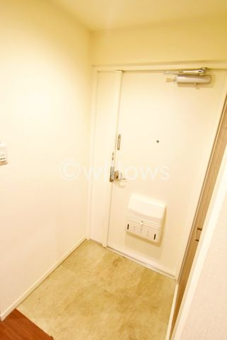 奥行きと幅のある玄関でございます。大容量のシューズボックスがございますので、玄関もすっきりお使い頂けますね。