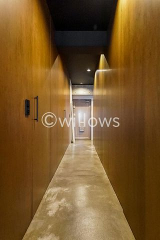 LDKにつながる収納のある廊下です。