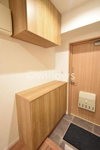 【玄関】シューズボックスも十分な広さを確保しており、ブーツや傘等も収納できます。