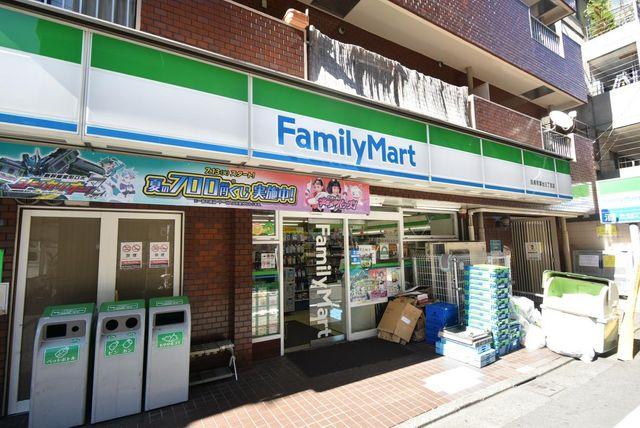 ファミリーマート目黒青葉台三丁目店 徒歩2分。 130m