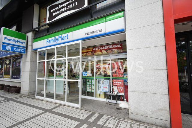 ファミリーマート武蔵小杉Tプレイス店 徒歩1分。 80m
