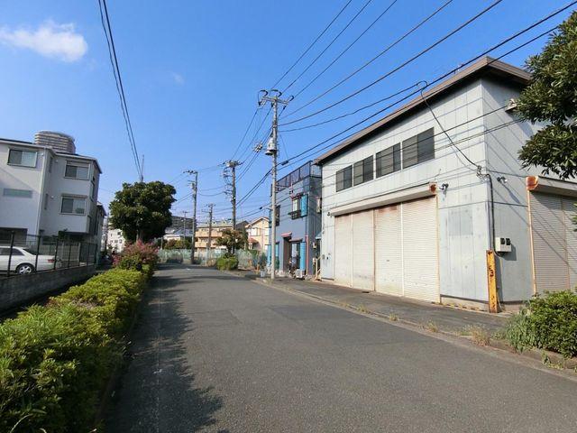 公園や保育園が徒歩6分圏内にあり、南武線「鹿島田」駅からも徒歩8分でアクセスも良いので、幅広い方にとって住みやすい住環境です。