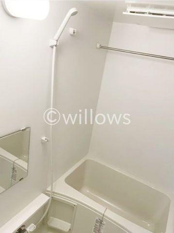 お風呂に求める「心地いい」という瞬間のために使いやすさと上質な質感を両立するアイテムを備えた空間を演出。浴室暖房乾燥機、追い炊き機能付きのオートバス。