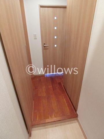 清潔感のある玄関。シューズBOXも十分な広さを確保しており、ブーツや傘等も収納できます。