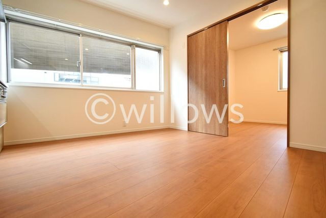 主寝室は収納スペースもしっかりとございますので、お部屋をおしゃれにアレンジできそうでございますね。