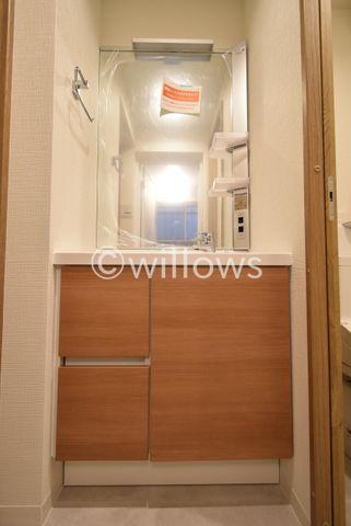玄関シューズボックスの上が台になっているため鍵を置いたり写真を飾ったりできます。