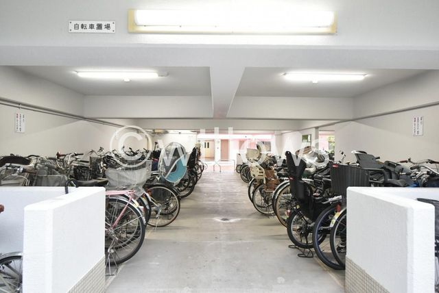 整理整頓された共用部分の駐輪場でございます。