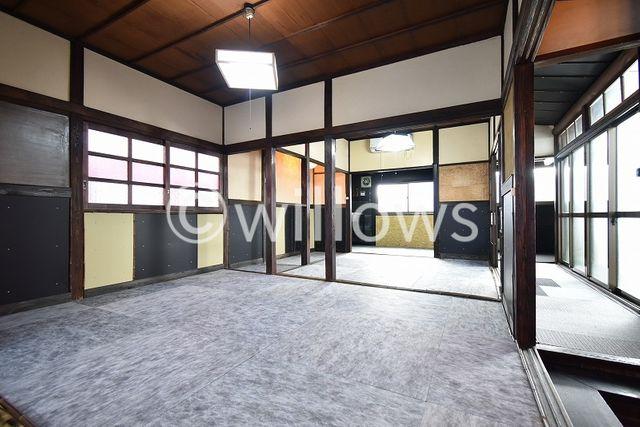 お部屋は自由度の高い家具の配置が叶う空間です。プライベートなお部屋は暮らす方の感性で造り上げたいもの。誰もが好みで飾れるシンプルな室内に仕上げています。