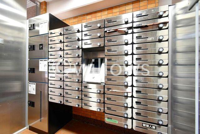 オートロックに宅配BOX。お住まいには必要不可欠な設備がしっかりと設置してあります。