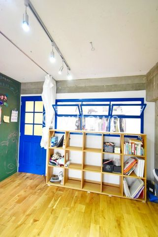 LDKと洋室は窓でつながっており換気等が可能です。小さいお子様がいても別のお部屋から様子を見れたりと非常に便利です。