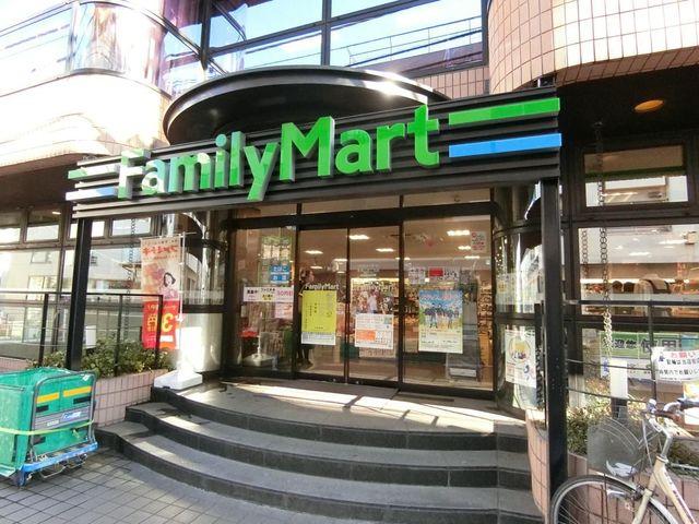 ファミリーマート南青山四丁目店 徒歩2分。 140m