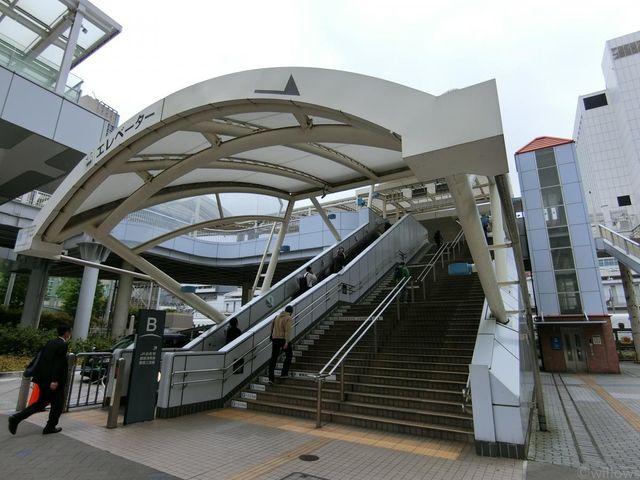 田町駅(JR 山手線) 徒歩8分。 640m