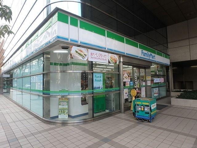 ファミリーマート御成門店 徒歩2分。 140m