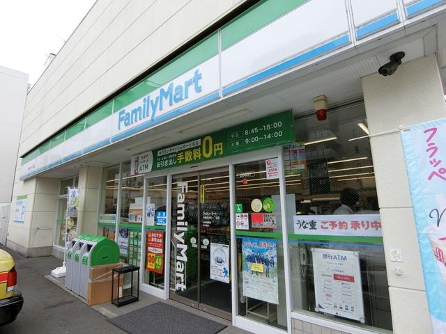 ファミリーマート/中野弥生町一丁目店 徒歩4分。お仕事帰りのお買いモノなどはここで。 310m